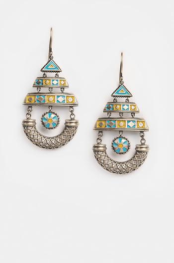 Vilagna Arched Earrings