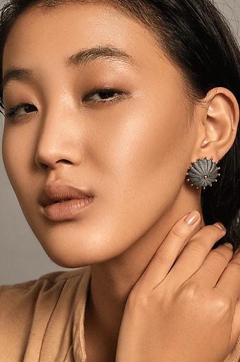 Hariyakka Shield Earrings