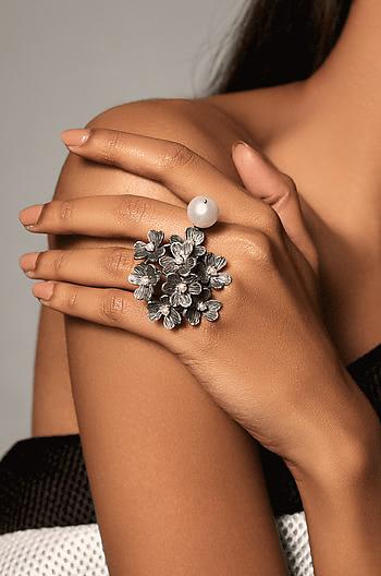 Eva H Ring