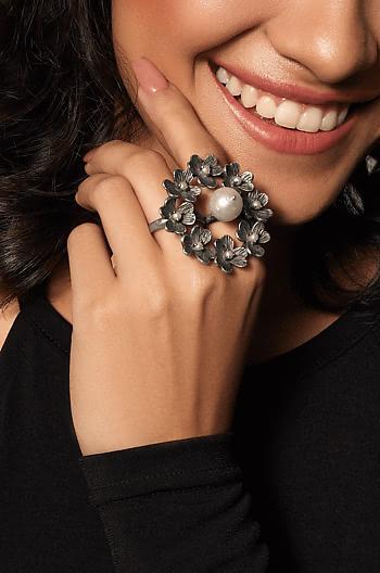 Alma W Ring