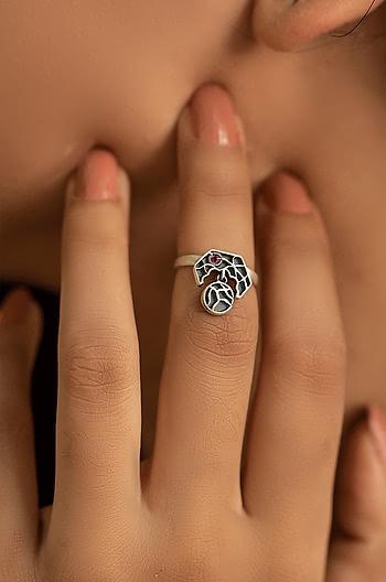 Piggy Nose Midi Ring
