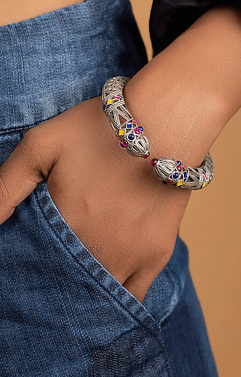 Ankhadiyo Vakadiyo Pattern Bracelet