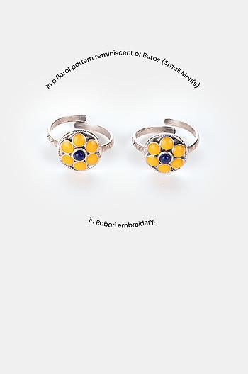 Buta Style Toe Rings